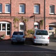 Unsere Parkplätze direkt vorm Haus